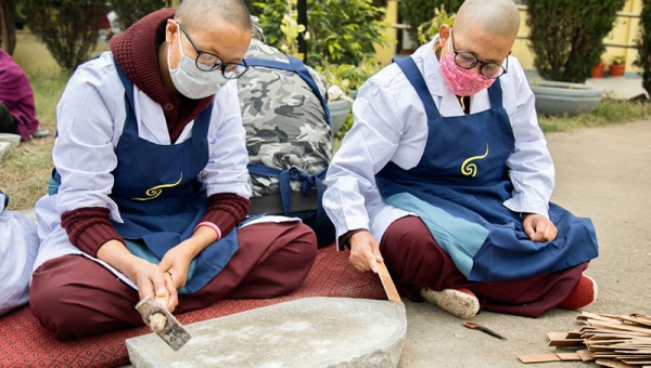 Photo Story: The Incense-Making Project for Nuns Resumes for a Third Year