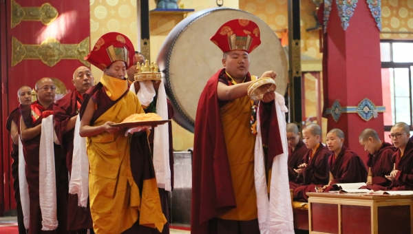 The Nuns Host Tibetan New Year: the Year of the Iron Mouse Begins
